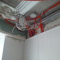 Прокладка кабеля АПС за подвесным потолком