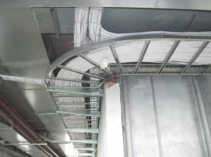 Пример прокладки кабеля по лотку (Ц8-911-1)