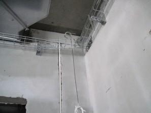 Пример прокладки кабеля по кирпичной (Ц10-55-2) и бетонной (Ц10-55-3) стене