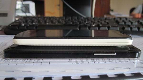 Lenovo A800 - торец правый
