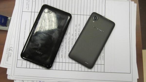 Задняя крышка в смартфонах Tooky и Lenovo