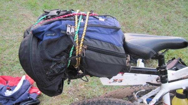 Багажник для велосипеда с рюкзаком