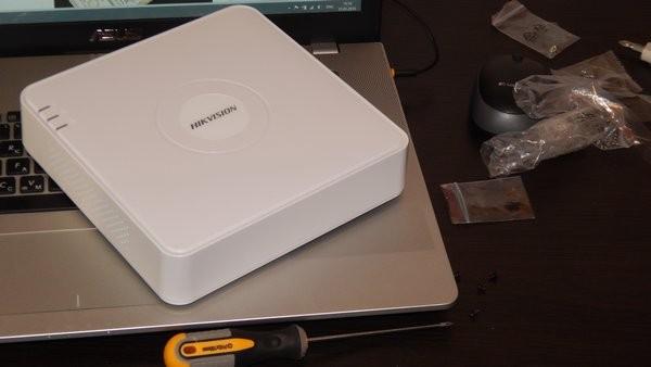 Видеорегистратор Hikvision DS-7108N-SN