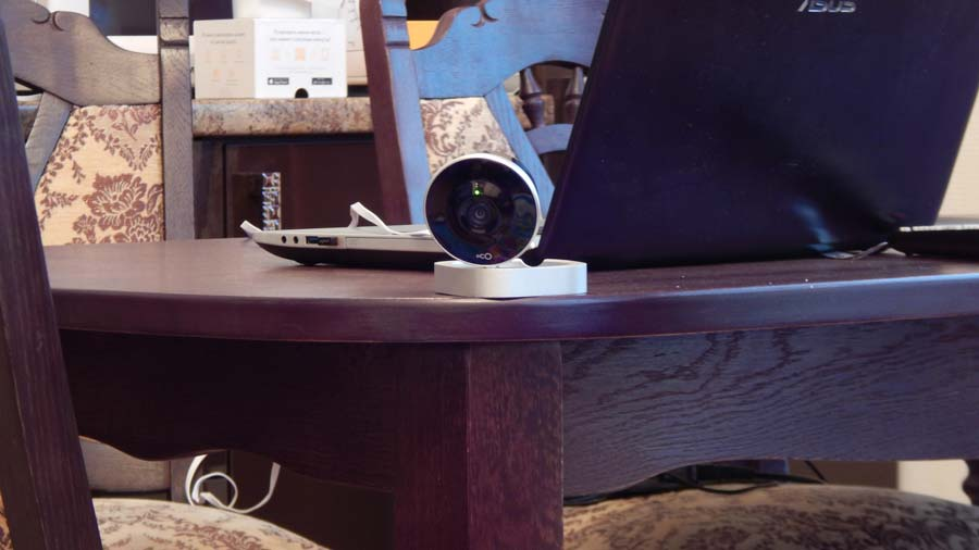 Wifi камера Oco на столе