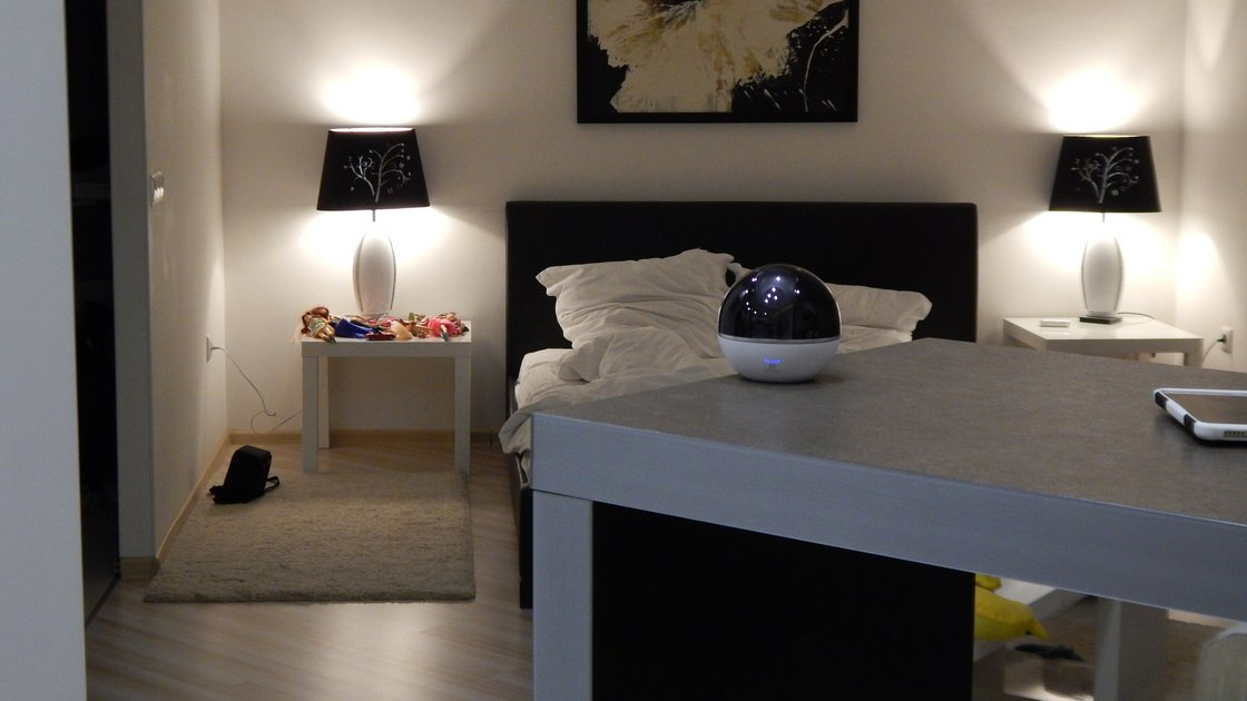 Ezviz C6T в спальне